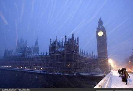 photos-a-heavy-snowfall-cripples-london-photo-essays-time_1233707638945