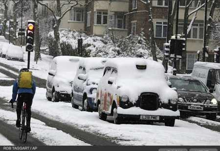 photos-a-heavy-snowfall-cripples-london-photo-essays-time_1233707742372