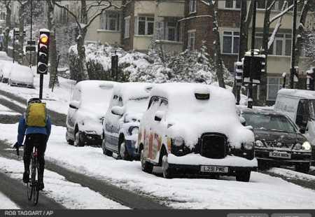 photos-a-heavy-snowfall-cripples-london-photo-essays-time_1233707742372