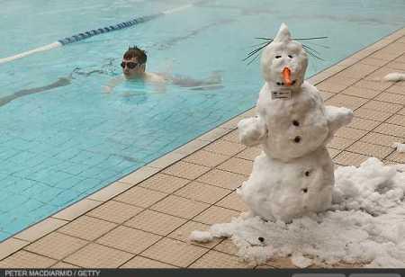 photos-a-heavy-snowfall-cripples-london-photo-essays-time_1233707791251