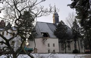 após apanhar de vara de tia Mildred, Berley Wilsénn teve que ralar para arrecadar fundos para a Quermesse da igreja que foi instalada na Mansão Wayne.