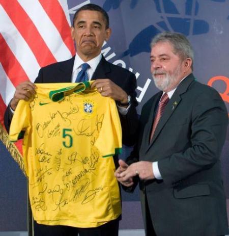 Pela cara do Obama, deve ter adorado a camiseta, hahaha :)