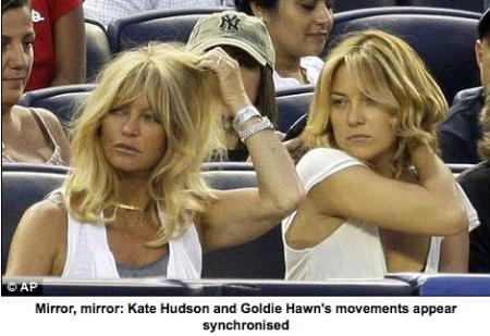Spot the difference: Kate Hudson and Goldie Hawn look just like sisters | Mail Online_1249971955843