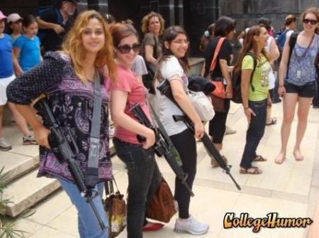 meninas passeiam pela zona franca...